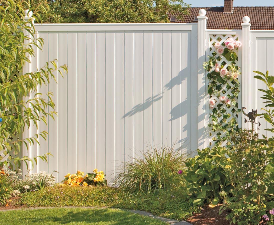 Sichtschutzzaun Bau Aus Weissen 180x90 Elementen Realisieren Und