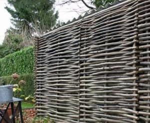 Haselnusszaun als Sichtschutz online kaufen - bambus-discount.com